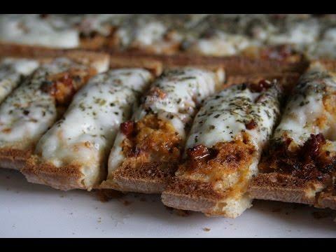 pain-grillé-sauce-sakari,-tomates,-mozzarella
