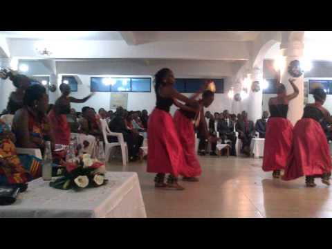 Un mariage au Burundi: danses par Intatana 2