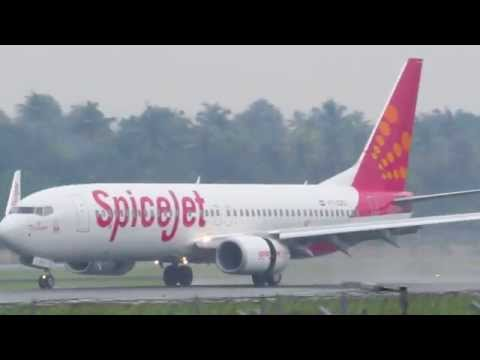 SpiceJet 737-800 Landing on a wet runway at Cochin Airport