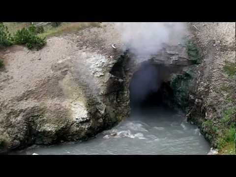 East Yellowstone Geysers: Dragon's Mouth Spring