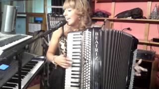 beatriz y su acordeon cangas