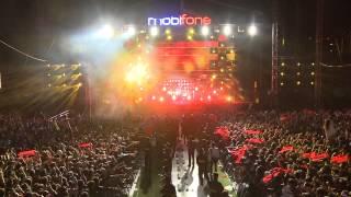 Bức tường - Bông hồng thủy tinh (Mobifone Rockstorm 2012)