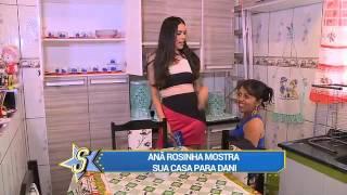 Anã Rosinha mostra sua casa para Dani Albuquerque