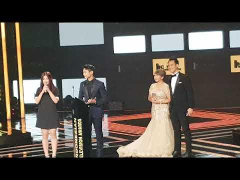 Minho SHINee saat menerima Special Award Indonesian Television Award 2017 di RCTI
