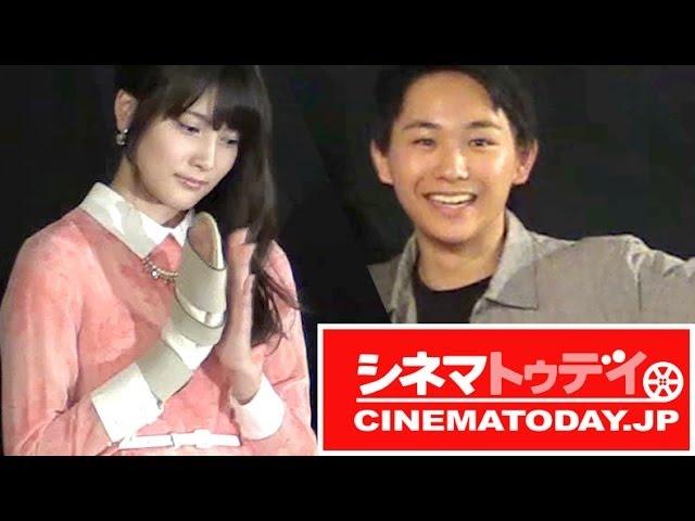 握手会で襲撃されたAKB48入山杏奈、ギプス姿での舞台あいさつ 映画『青鬼』