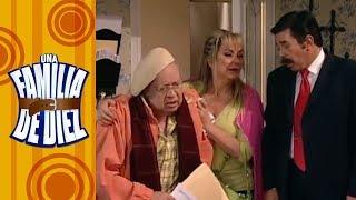 Una familia de diez - C-7: ¡El abuelo Arnoldo en su lecho de muerte! | Televisa