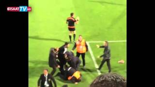 Trabzonsporlu taraftar hakem Volkan Bayarslan'a saldırdı