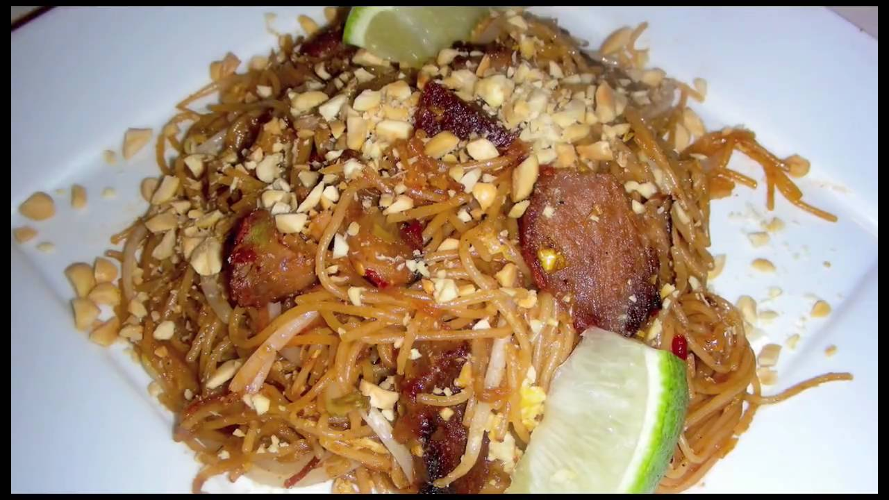 Pork Pad Thai Delicious Thai Food Recipe With Bbq Pork Youtube