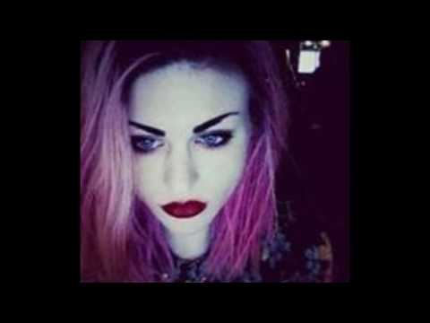 Kurt Cobain's daughter FRANCES BEAN Singing a cover of The Middle