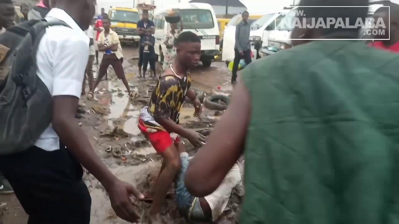 Download NaijaPalaba : Suspected cult members OMO KESARI apprehended nd given brutal beating in ikotun ijegun