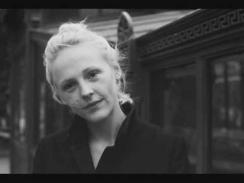 Клип Laura Marling - Blackberry Stone