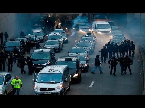 Paris Hundreds Of Taxi Drivers Blockade Strategically Important - Taxi porte maillot
