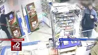 Верни 100 рублей: мужчина громит платежные терминалы. Видео!
