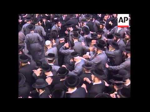 ISRAEL: ULTRA ORTHODOX JEWS MOURN DEATH OF CHIEF RABBI YITZHAK KAHAN