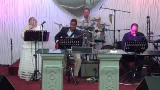 Alabanza y adoración con Revelación Acústica en Sept.  4-16