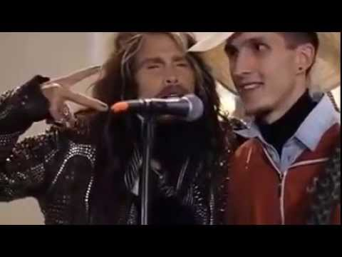 Aerosmith Steven Tyler sang with the street musician Moscow