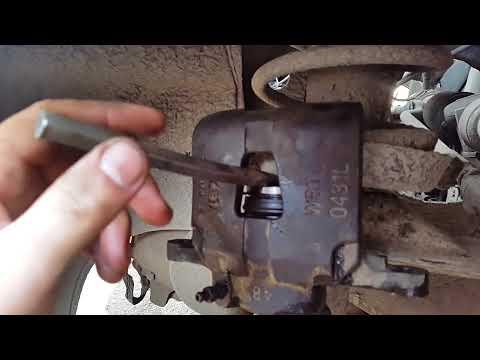 Установка задних тормозных колодок