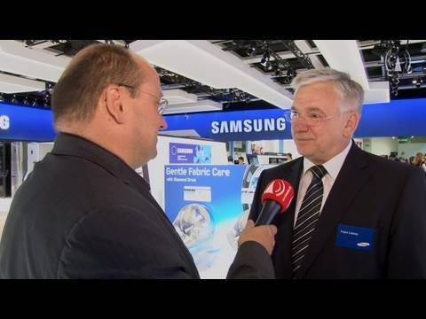 samsung mit wei er ware auf der ifa 2010 digital fernsehen tv youtube. Black Bedroom Furniture Sets. Home Design Ideas