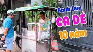 Xe Bánh Dừa CaDe (Gốc Hoa) Chú Hai Bán Hơn 10 Năm Trên Vỉa Hẻ Sài Gòn | Saigon Travel