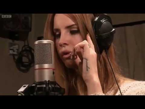 Lana Del Rey - Born To Die live at BBC Radio 1 Lounge 2012 HD - Born to die directo Best live
