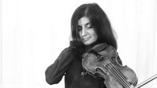 Трогательная песня и игра на скрипке. Белыми хлопьями