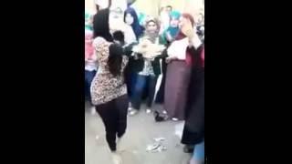 Download Video رقص محجبة في الشارع مثير MP3 3GP MP4