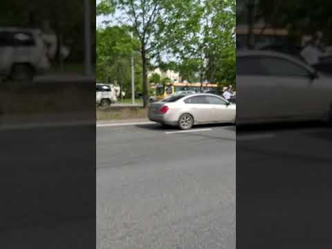 """""""Паровоз"""" из четырех авто собрался во Владивостоке в районе остановки Постышева"""