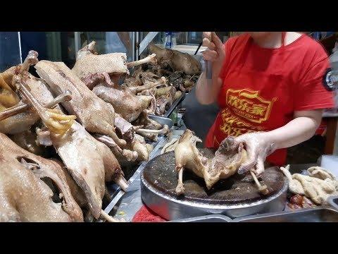 安徽小夫妻賣鹵鵝,老鵝肉28元一斤,鵝頭6元一個,來晚見不到整鵝【饞貓探店】