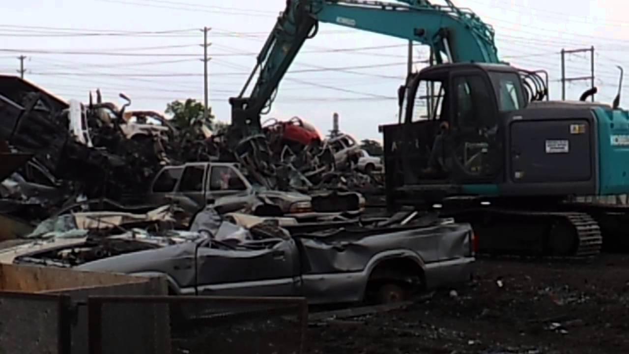 Car crushing at the Junkyard - YouTube