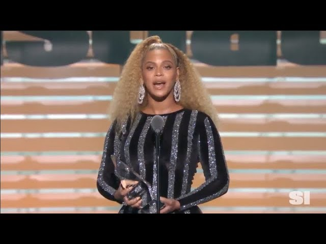 beyonce-presents-colin-kaepernick-with-the-sports-illustrated-s-muhammad-ali-legacy-award