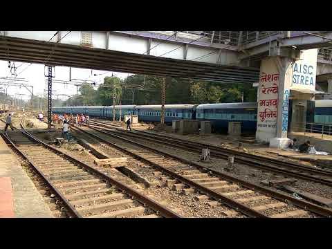 11042 Chennai Mumbai CSMT express arriving at Kalyan Junction