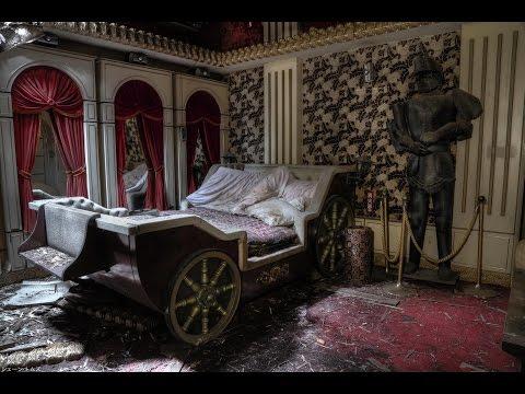Abandoned Japanese LOVE HOTEL with Everything Left Inside