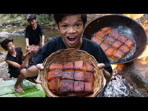 Primitive Technology - Man cooking pork and eating with kili Part 037