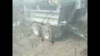 Jackknifing pup once dumped to empty truck box.flv