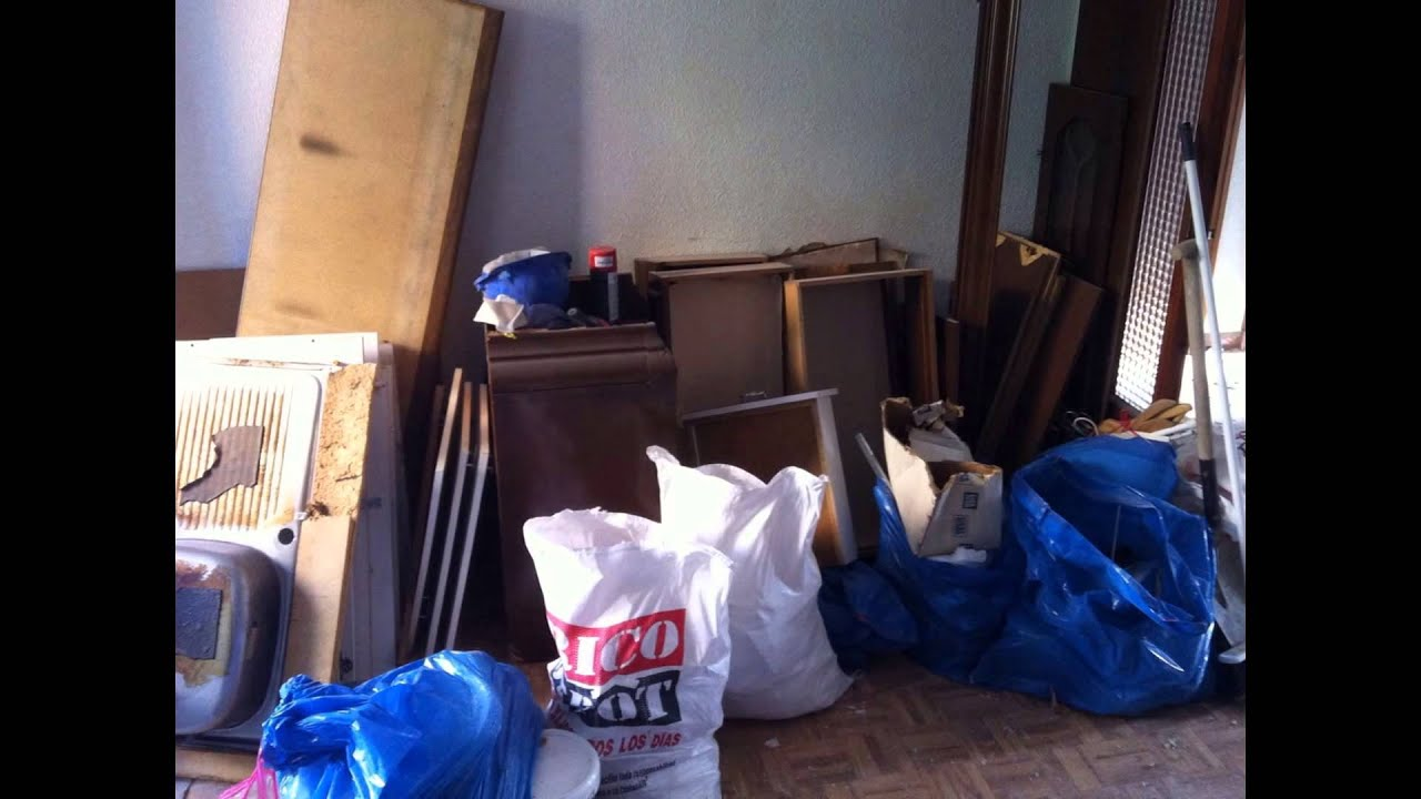 Vaciado de pisos desescombros de obras en madrid youtube for Vaciado de oficinas en madrid