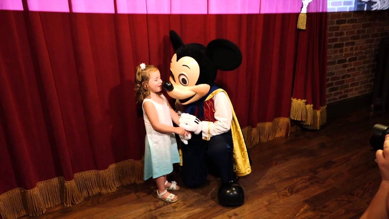 Meeting talking mickey mouse in walt disney world youtube m4hsunfo