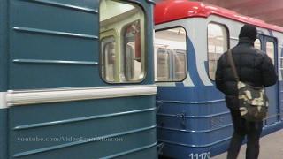 Варшавская, посадки нет(На прибывающий поезд посадки нет. Просьба отойти от края платформы. Все поездки здесь http://VideoFromMoscow.ru Сайт..., 2017-02-15T15:00:10.000Z)