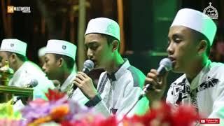 "Video ""Merinding"" Minal Qudusi-GUS AZMI FEAT HAFIDZUL AHKAM. Gunggungan Bersholawat. download MP3, 3GP, MP4, WEBM, AVI, FLV September 2018"