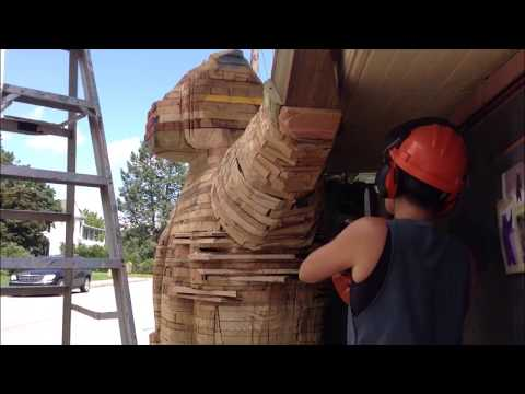 Woodworking : Chainsaw Carved Bear // Time-Lapse