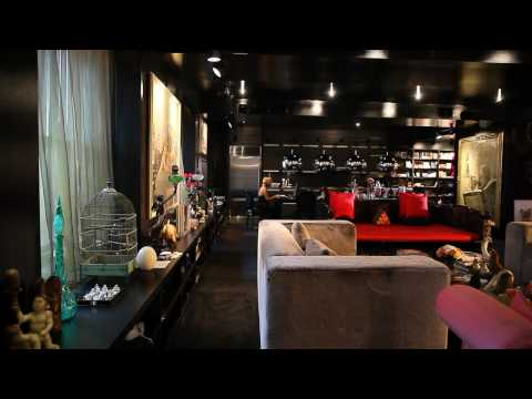 Bold Color, Small Space: The Black Apartment