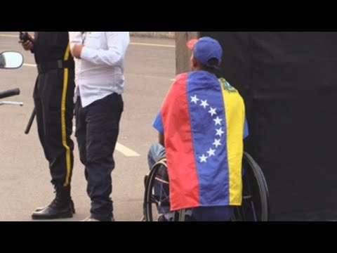 Bloqueo de ayuda humanitaria enciende la ira en fronteras venezolanas