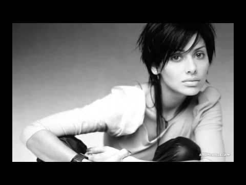 Leave Me Alone - Natalie Imbruglia (Traducida al español)