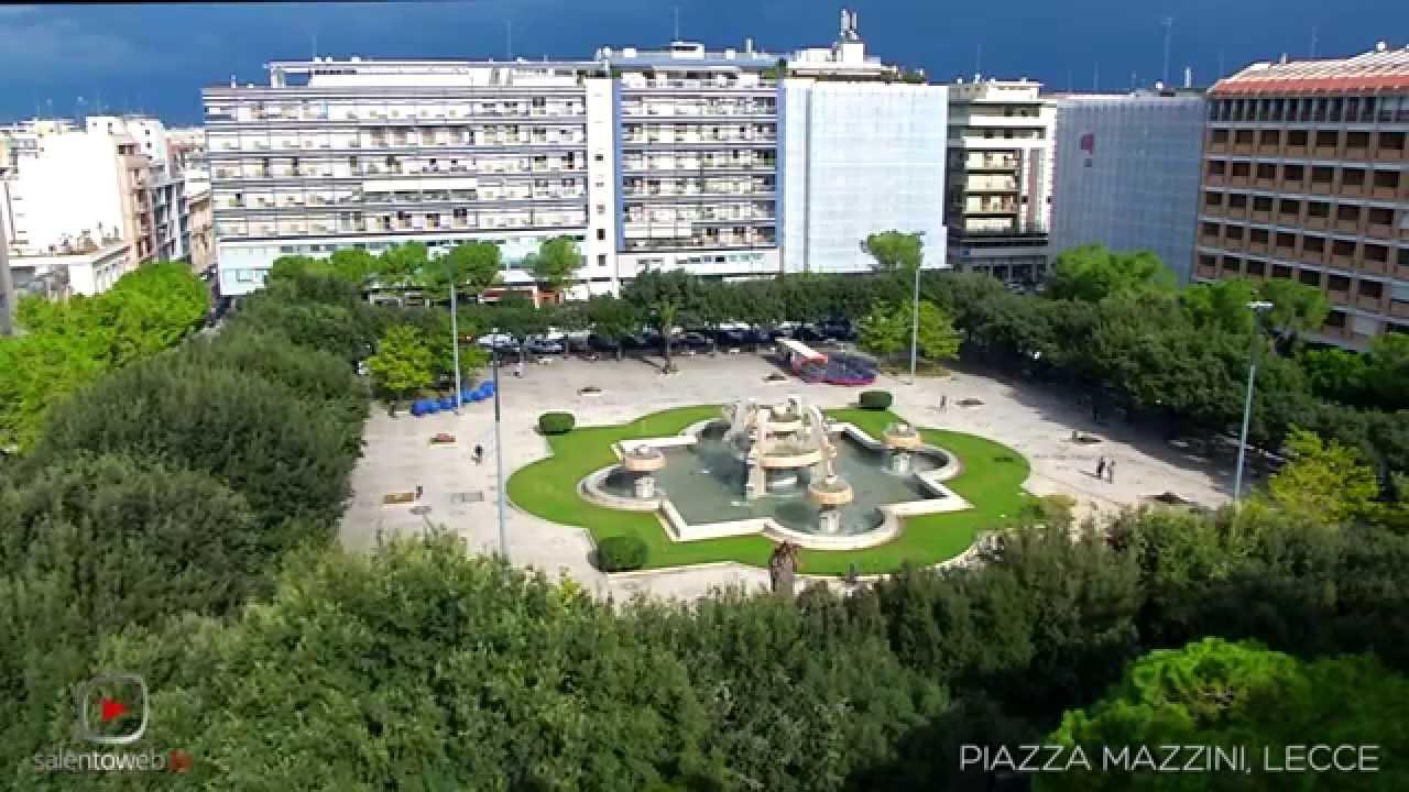 Piazza mazzini lo stile moderno che si contrappone al for Stile moderno