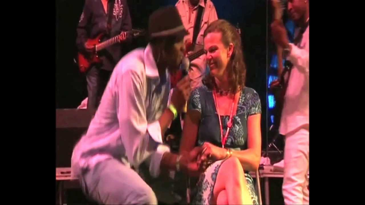 kool-the-gang-cherish-live-glastonbury-koolandthegangshow