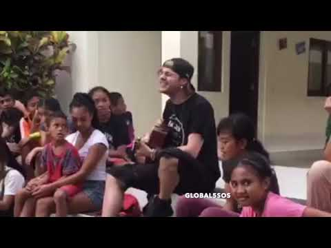 Michael performing Jet Black Heart for the kids at the Bali Life Foundation! | January 13, 2019 Mp3