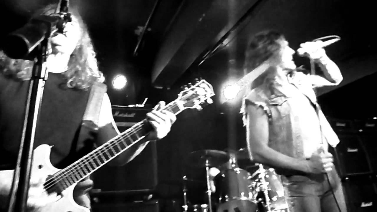 LiveWire - The AC/DC tribute show singing The Jack - YouTube