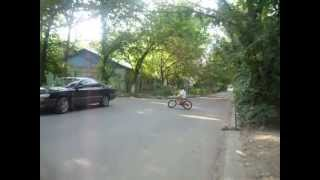 велосипедные трюки(Это видео создано с помощью видеоредактора YouTube (http://www.youtube.com/editor), 2013-06-30T09:07:30.000Z)