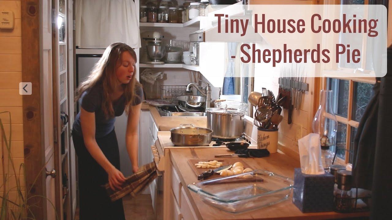 tiny house cooking shepherd s pie [ 1280 x 720 Pixel ]