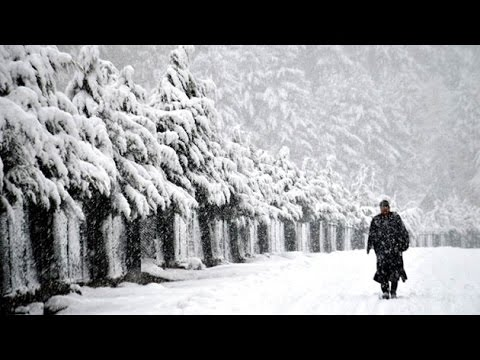 Kashmir remains cut off from rest of the country due to heavy snowfall
