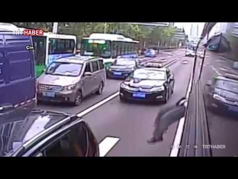 Otobüs şoförü Kapıyı Açmayınca Yolcu Camdan çıktı